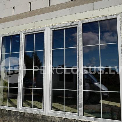 Objekts Mārupē - ar dekoratīvām šprosēm starp stikliem. Salamander 82mm loga profils ar 48